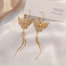 Женские серьги золотистого цвета с длинной кисточкой подвески