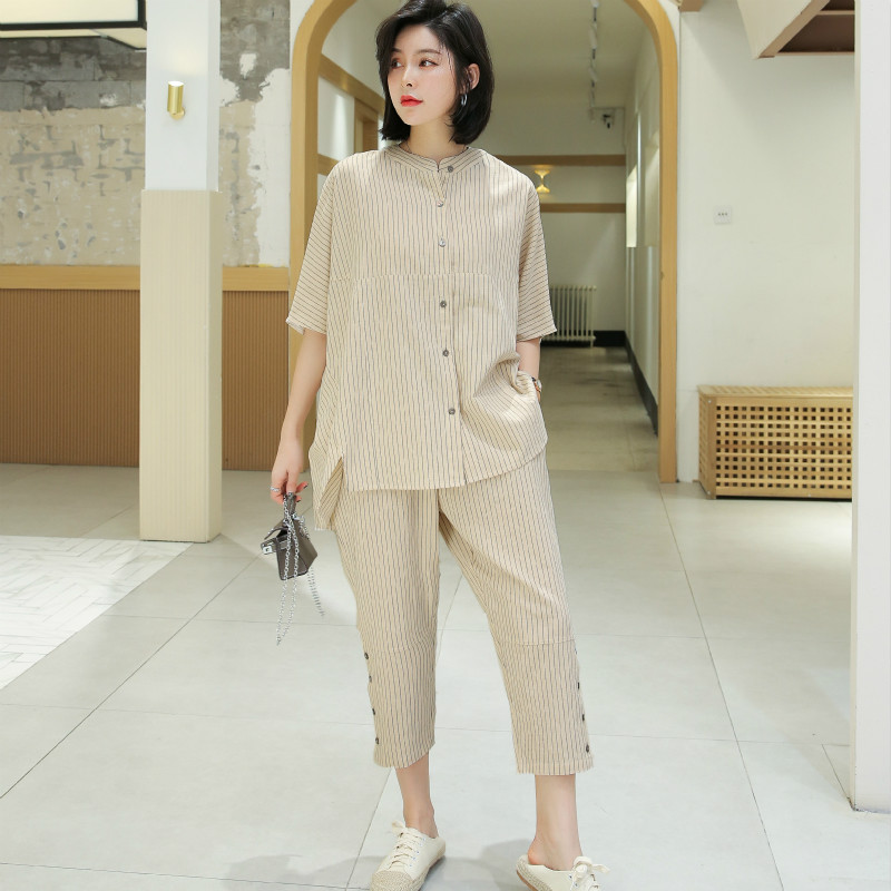 Summer 2020 casual loose Pinstripe cotton and linen middle sleeve top and Capris two piece suit for women