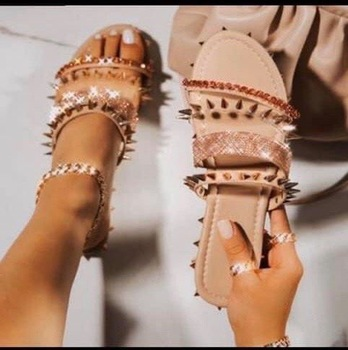 Summer Women sandals Rivet Gladiator Beach Slippers New Fashion Casual Shoes Woman Slippers Peep Toe Ladies flip flop Shoes