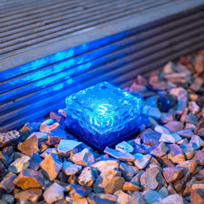 Pedra de vidro movido a energia solar