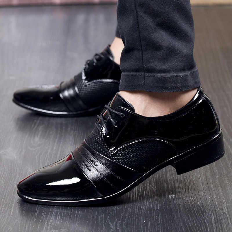 正式な男性の靴カジュアルパテントレザーの靴男性のドレスシューズファッションオックスフォードビジネスパーティーの男性の靴 zapatos デ hombre