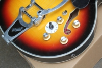 free shipping Top quality New F hole body Jazz guitar with bigsby Hollow body sunburst Electric Guitar 8pai335