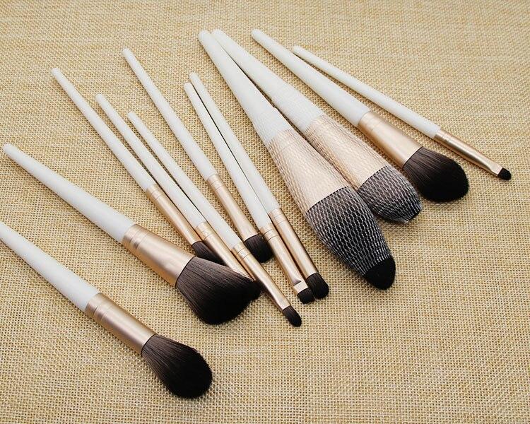 sintética escova de cosméticos terno punho madeira