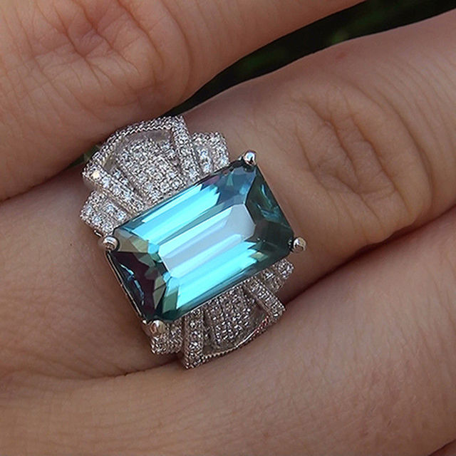 Женское серебряное кольцо обручальное с большим синим цирконием