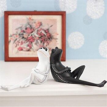 New Yayoi Kusama Black And White Wave Point Frog Resin Street Art Simulation Animal Statue Creative Home Decorations X3396