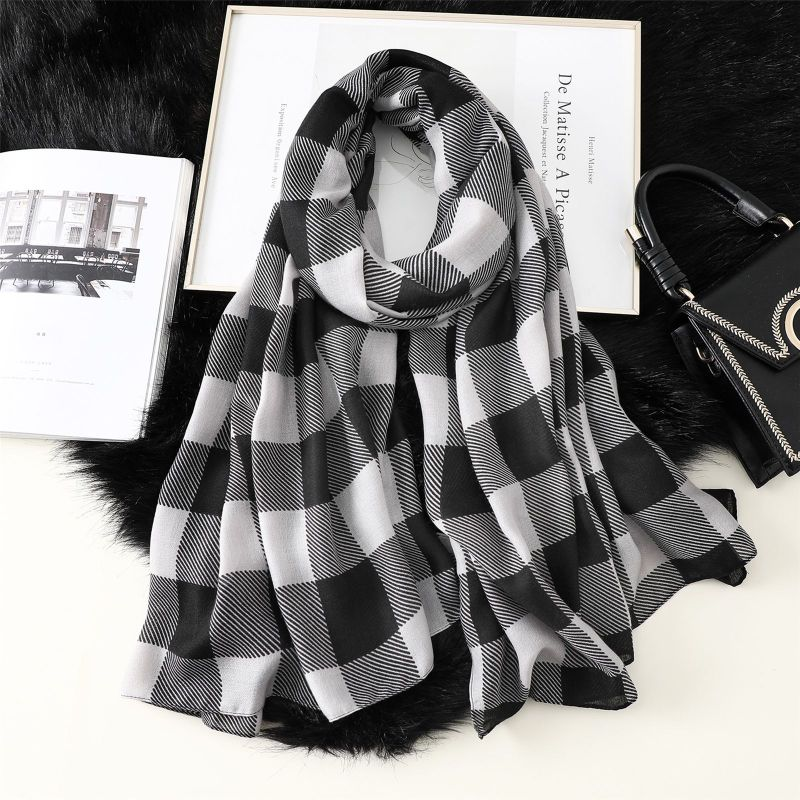 New 2019 Plaid Cotton Scarf Women Shawls And Wraps Lady Travel Pashmina High Quality Scarves Winter Neck Wram Bandana Hijab