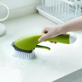 المحمولة تنظيف فرشاة طويلة المضادة للانزلاق مقبض التلقائي إضافة المنظفات رذاذ الماء المطبخ الحمام تنظيف الملحقات