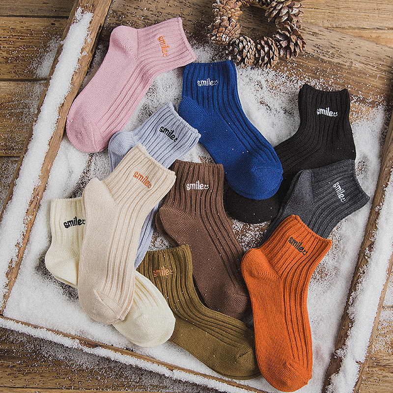 New Solid Color Wild Cotton Socks Smiley Smlie Embroidered Female Socks