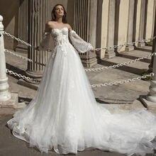 Богемное свадебное платье с аппликацией а силуэт со шлейфом