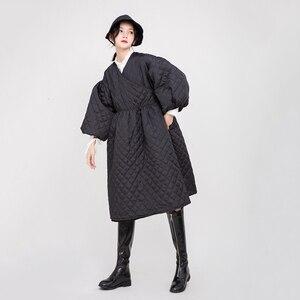 Image 5 - Женское пальто с V образным вырезом EAM, черное Свободное пальто с хлопковой подкладкой и рукавами фонариками, весна осень 2020 1D700