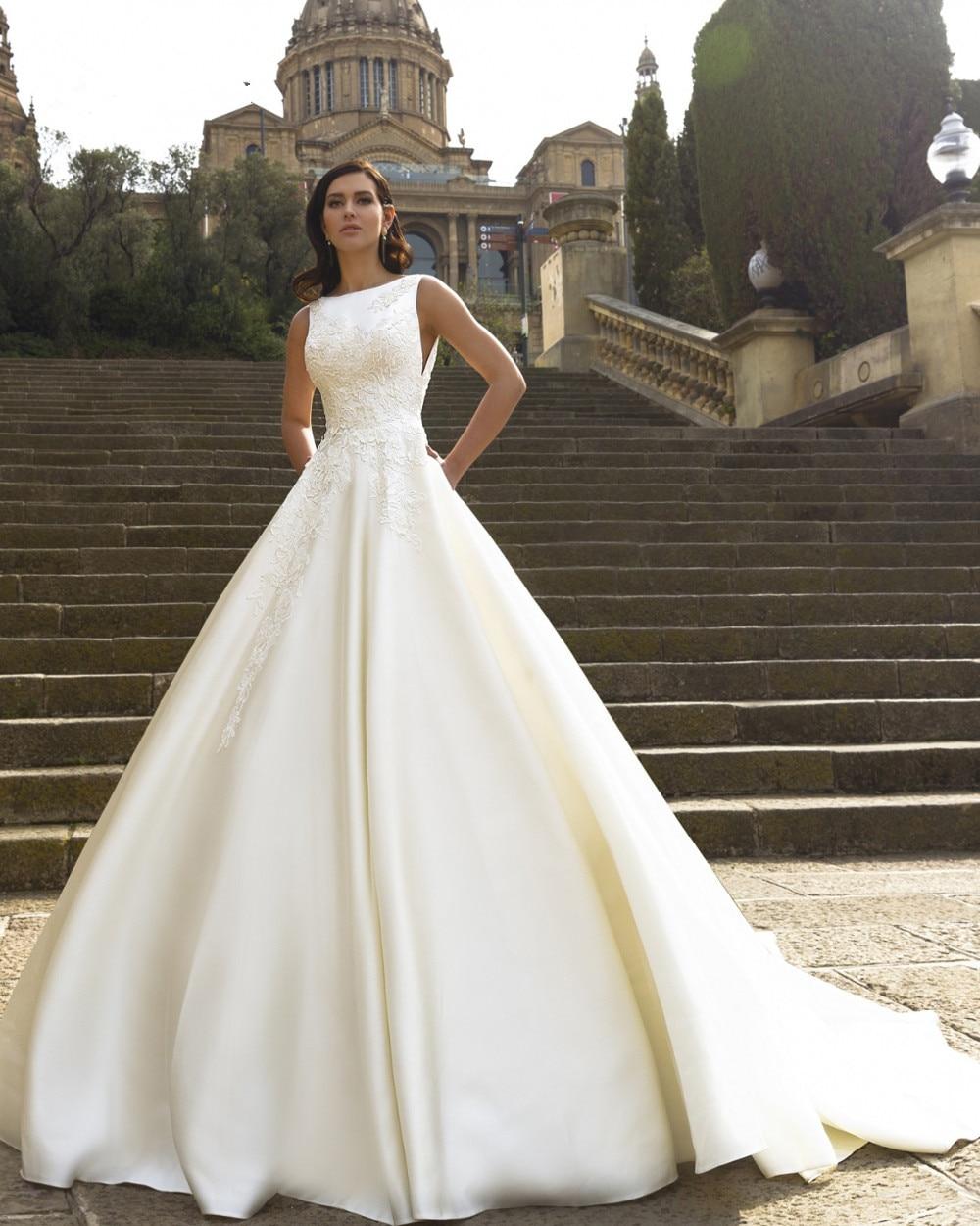 Elegant Backless A Line Princess 2018 Luxury Appliques Scoop Neck Chapel Train Vestido De Novia Plus Mother Of The Bride Dresses