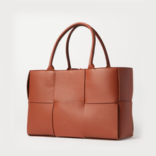 2021 new European and American luxury brand big mesh hand-woven 100% leather handbag wild large-capacity fashion messenger bag