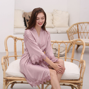 Image 1 - Owiter Bata de encaje satinada para mujer, bata de novia para dama de honor, bata de boda, ropa de dormir, albornoz blanco, 2019