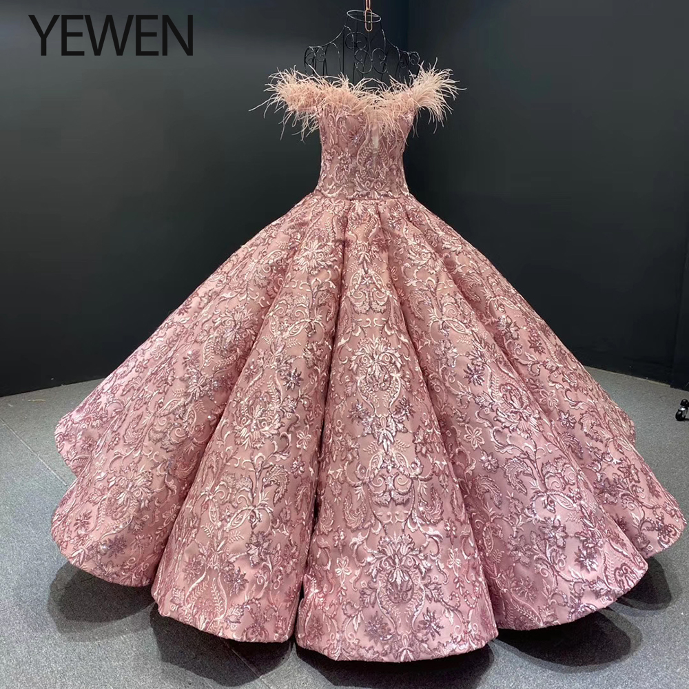 Pink Handmade Flowers Feathers Wedding Dresses 2020 Off Shoulder Sexy Luxury Bridal Gowns YEWEN