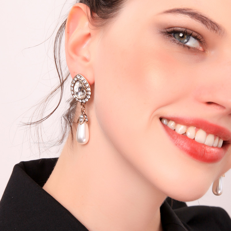 2019 Fashion Retro Set Crystal Simulated Pearl Women Dangle Earrings in Drop Earrings from Jewelry Accessories