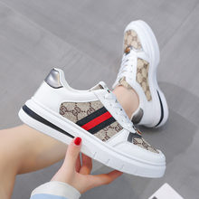 Small white shoes Korean versatile 2021 spring leather new soft soled shoes retro British style casual shoes