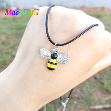 Trendy Simple Bee Pendant Necklace For Women Personality Choker Necklace Women Jewelry Party Gift Chains Wholesale gorgeous bell pendant choker necklace for women