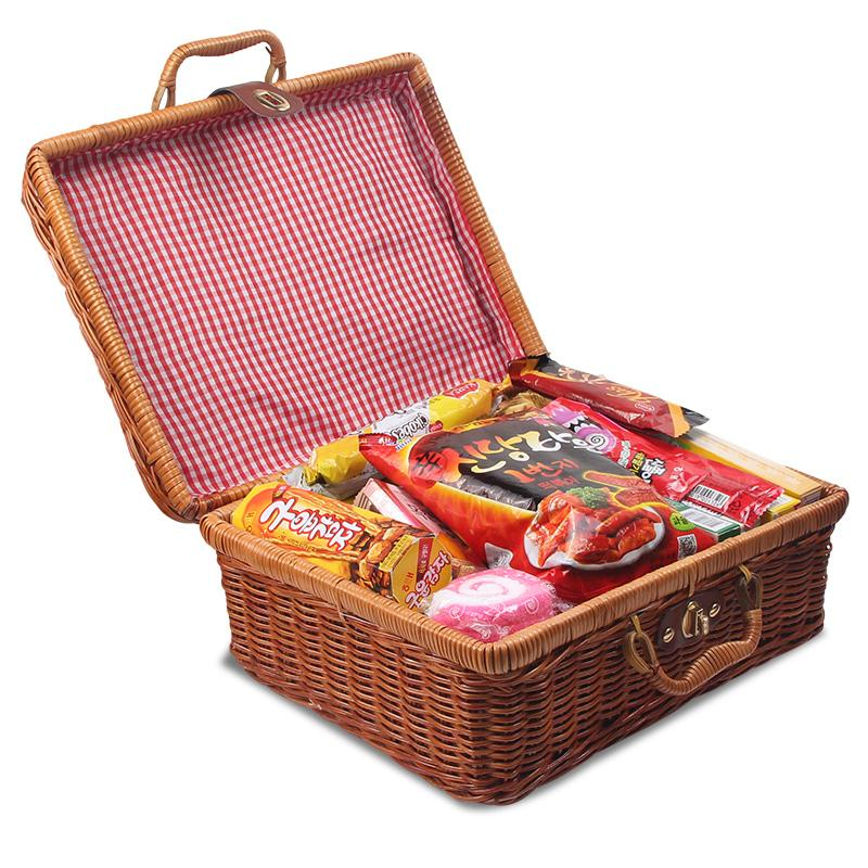 Купить с кэшбэком Handmade Rattan Woven Storage Case Makeup  Travel Picnic Luggage Basket Holder Vintage Portable Suitcase Sundries Organizer Box