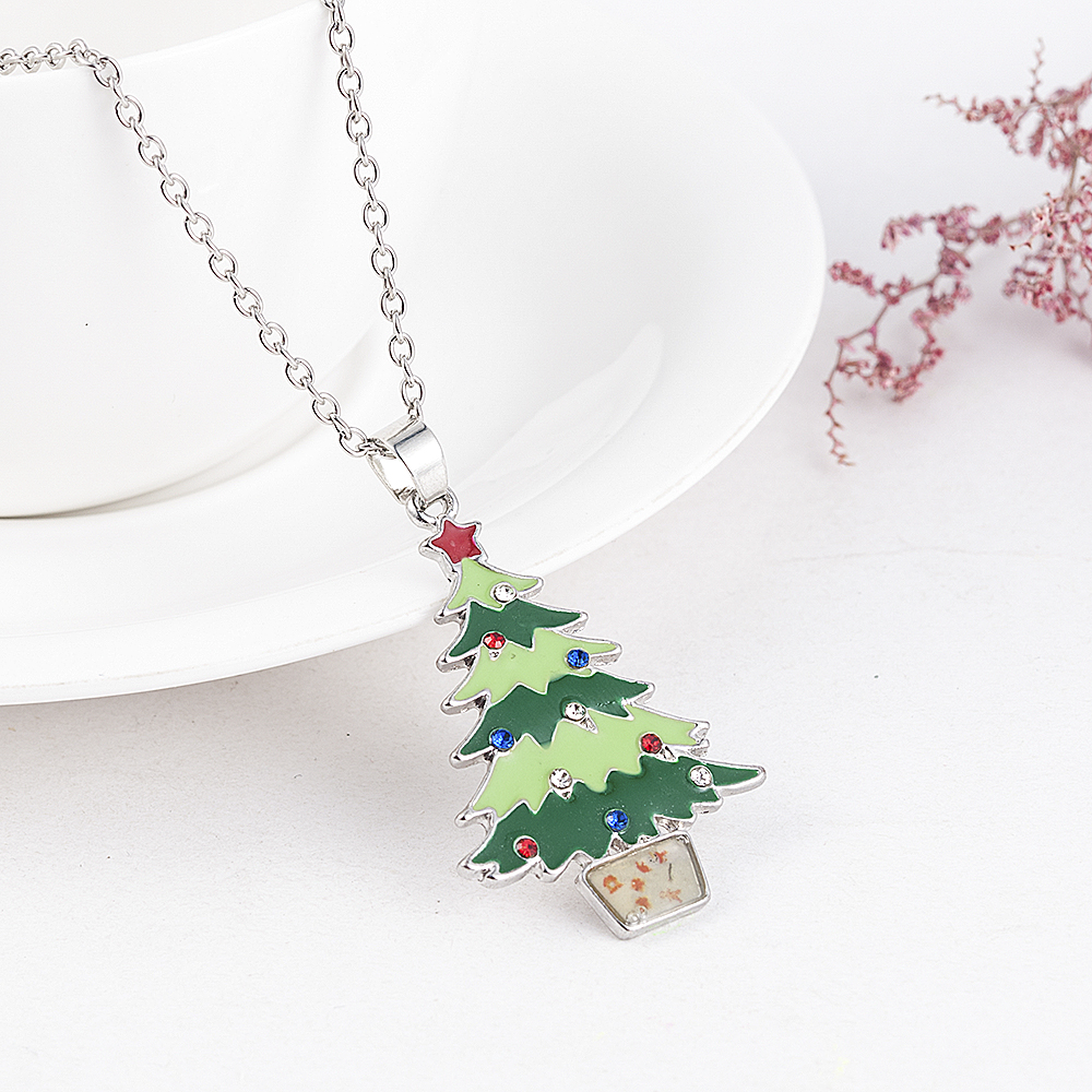 2019 New Fashion Christmas Tree Snowman Santa Claus Women Pendant Necklace Sweater Chain Jewelry Statement Necklace Wholesale