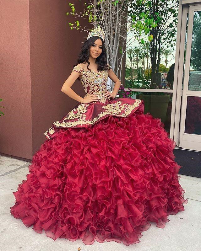 Burgundy Gold Embroidery Quinceanera Dresses 2020 Off Shoulder Crystal Organza Ball Gowns Ruffle Sweet 16 Dress Prom Dress
