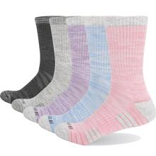 YUEDGE marka kadın renkli pamuklu yastık rahat nefes rahat spor Runing yürüyüş ekip elbise çorap (5 çift/paket)