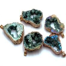 Натуральный камень покрытый кристаллами позолоченный кулон подвеска
