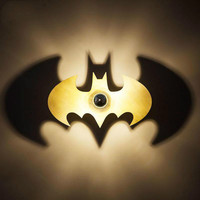 https://ae01.alicdn.com/kf/H52c8e65b67874477b1b751f0682eefc7T/เด-ก-LED-Batman-โคมไฟ-Night-Light-SHADOW-Wall-sconce-Porch-โคมไฟ-LED-Spot-abajur-บ.jpg