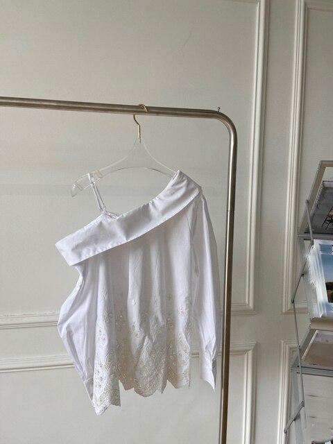 1.31 High Quality Spring New Fashion Sexy One shoulder Design Irregular Embroidered Print Shirt Women 2