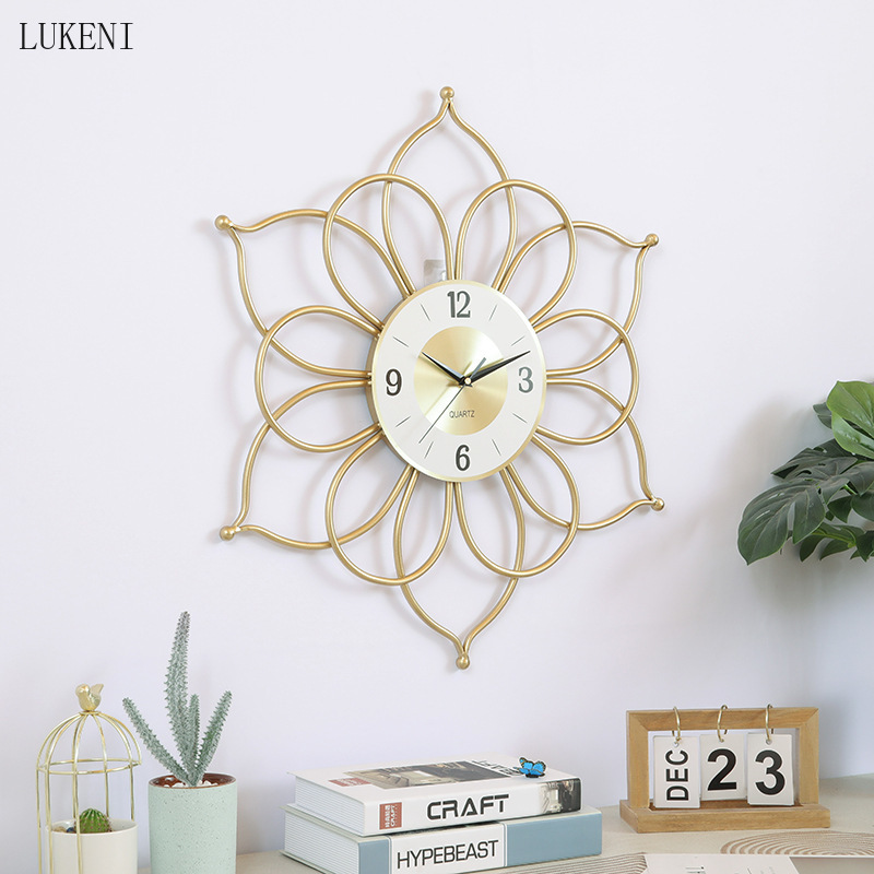 Ins Modern Creative Wall Clock Fashion Living Room Decoration Clock Golden Iron Bedroom Home Wall Clock Wall Watch Leather Bag
