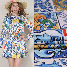Casa costura poliéster imitar tecido de cetim de seda colorido majolica impresso roupas calças diy remendo vestido feminino tissu au metro