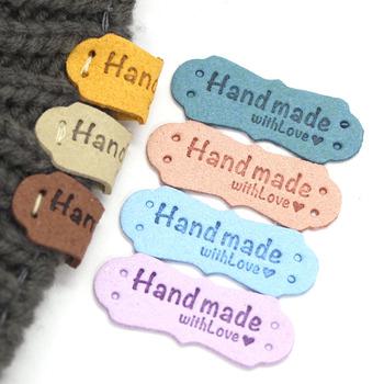 20 sztuk tagi etykiety ręcznie robione z miłością etykiety na czapki PU skórzane ręcznie robione tagi ozdoby na ubrania torba na prezent akcesoria do szycia tanie i dobre opinie CN (pochodzenie) Nadające się do prania XF-PB-G-CS Etykiety w kształcie flag Znaczki do odzieży TŁOCZONA DO ODZIEŻY