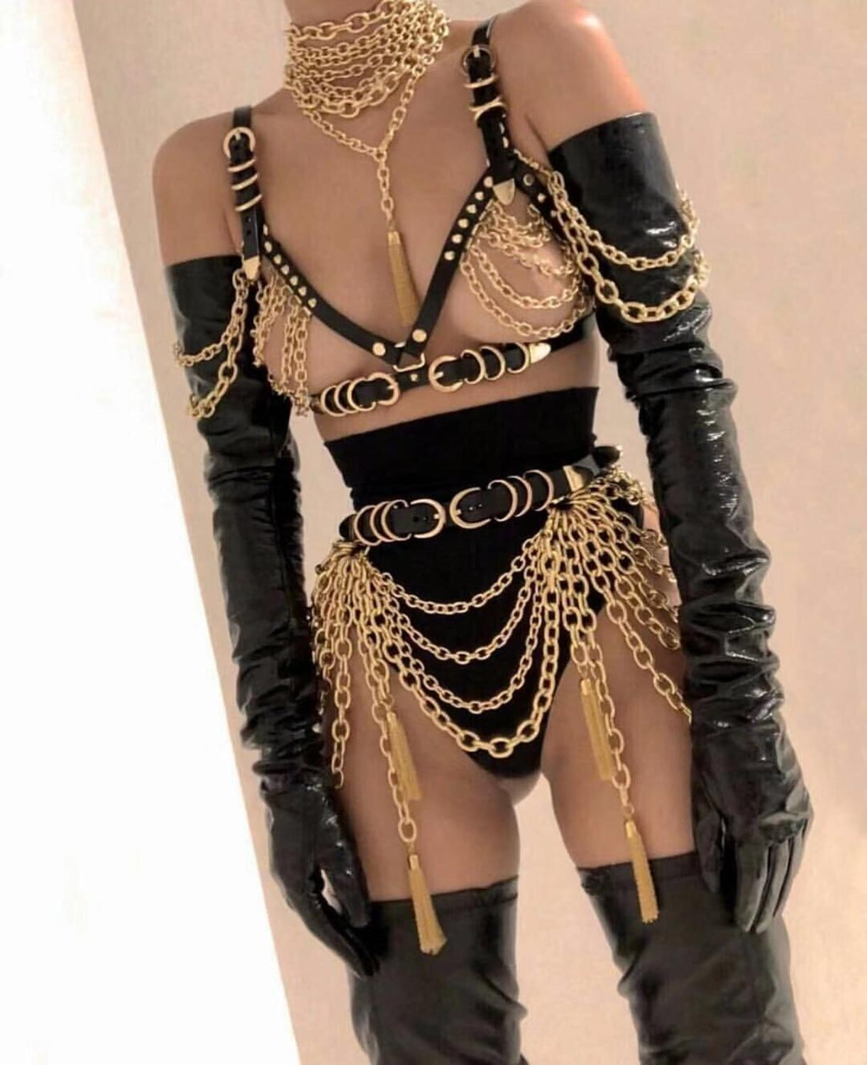 2019 Women Sexy Gold Chains Costume Outfit  Stage Performance Nightclub Show Bra Chains Short