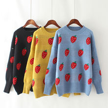 Женский свитер оверсайз пуловер с круглым вырезом и цветочным