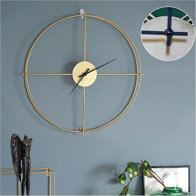 שעון קיר ומדפים מעוצבים 2