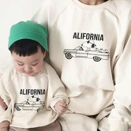 Новая Осенняя Одинаковая одежда для всей семьи; Свитера для мамы и детей; Хлопковые пуловеры для маленьких мальчиков и девочек; Пуловеры для папы и детей