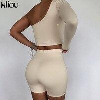 חליפת מכנס + קרופ טופ א-סימטרי שרוול אחד