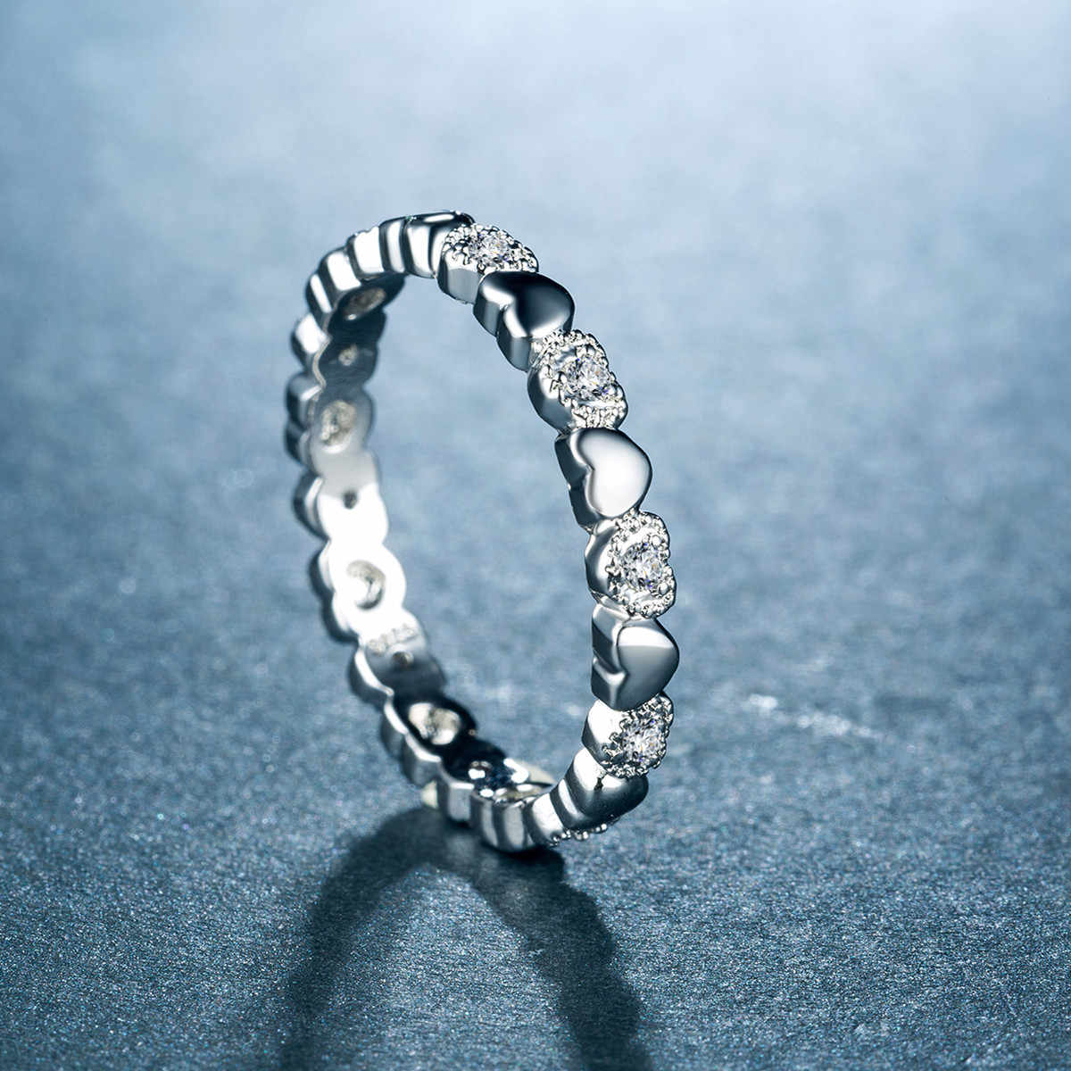 Nuevo diseño creativo de moda corazones Micro circón señora anillos exquisitos cobre plateado joyería anillos de compromiso