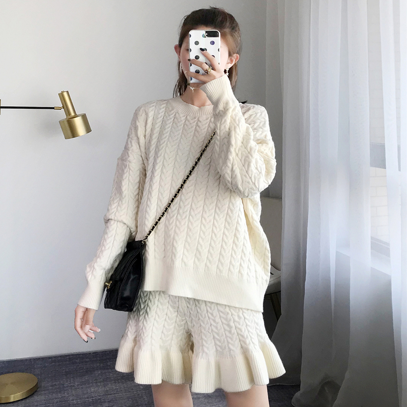 2 Pieces Set Women Suit Elegant Ruffles Knitted Pearl Beading Sweater Shorts Sets Twist Luxury Twinset Winter Outfits Casual