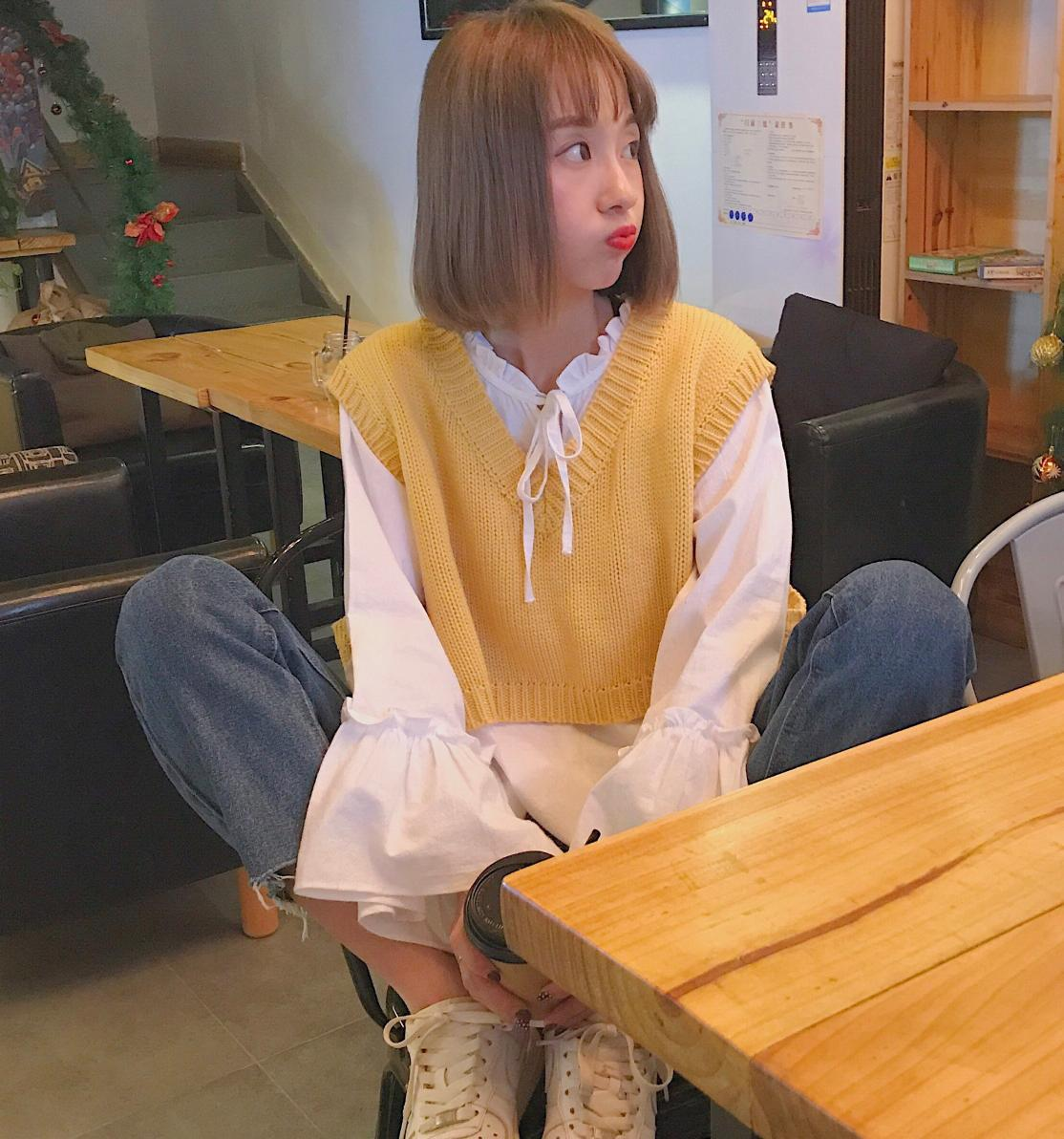 2019 Spring Photo Shoot Early Autumn Bell Sleeve White Shirt + Short Vest Waistcoat Woolen Knit