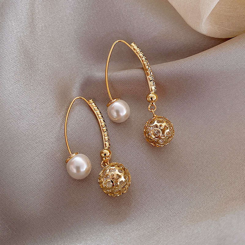 2020 New Style Hollow Ball Versatile Hot Trend of Female Jewelry Earrings