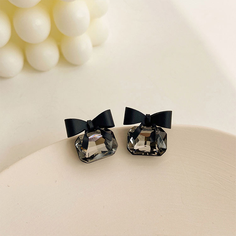 Trend Simple Black Crystal Bow Stud Earrings For Women New Cubic Zirconia Elegant Sexy Earrings Female Party Wedding Gift 20220
