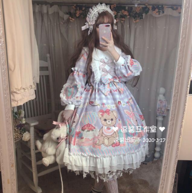Фото японское платье в стиле лолиты с круглым вырезом и кружевным