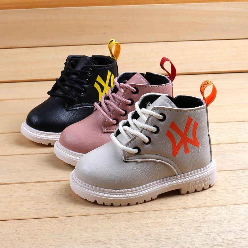 Yeni kızlar deri çizmeler erkek ayakkabı ilkbahar sonbahar PU deri çocuk Martin çizmeler moda yürümeye başlayan çocuk çizmeleri sıcak kışlık botlar