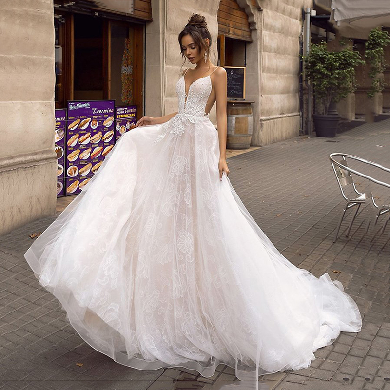 2020 Sexy Spaghetti Strips A-Line Wedding Dresses Beaded Pearls Backless Princess Lace Tulle Formal