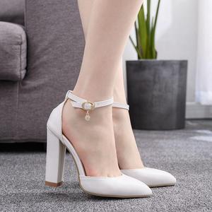 Image 4 - קריסטל מלכת סנדלי נשים גבוהה עקבים קיץ כיכר העקב פלטפורמת נעליים סקסי גבירותיי לבן מסיבת חתונה אישה נעלי משאבות