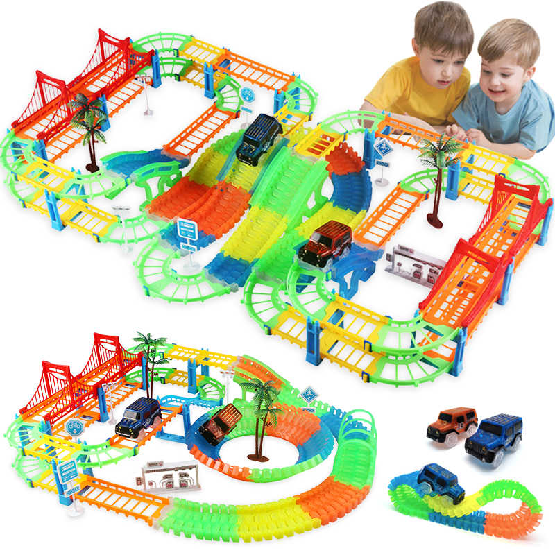 Sluit 2 Type Railway Magical Racing Track Play Set DIY Bocht Flexibele Race Track Elektronische Flash Light Auto Speelgoed Voor kinderen