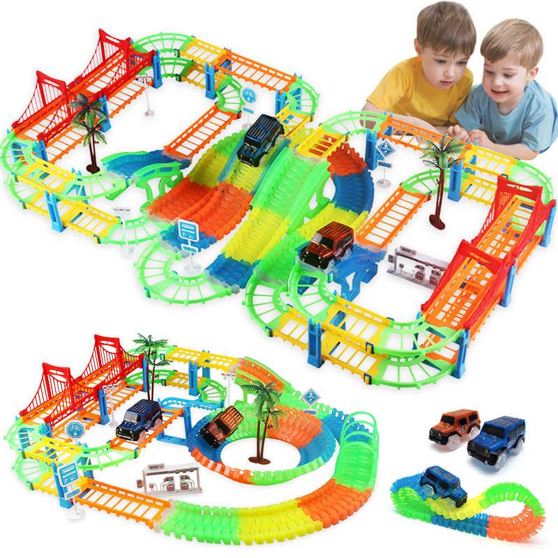Sluit 2 Type Railway Magical Racing Track Play Set Diy Bocht Flexibele Race Track Elektronische Flash Light Auto Speelgoed Voor kinderen