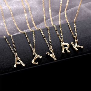 Small Gold 26 Letter Necklace Hammered Metal Bamboo Alphabet A-Z Minimalist Initial Pendant Necklace Fashion Twist Chain Jewelry