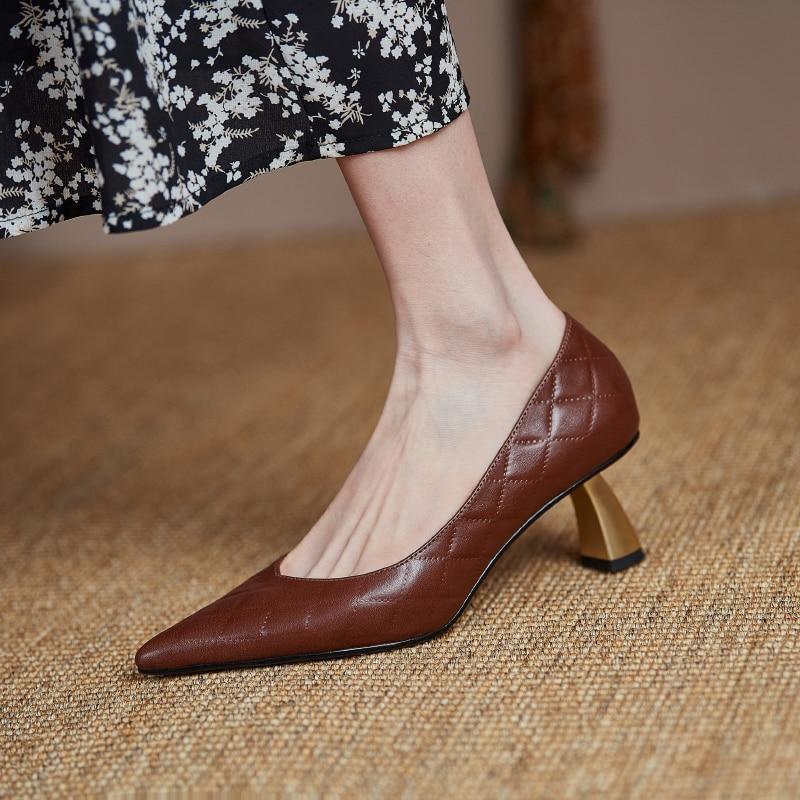2021new primavera sapatos femininos 22-25cm de comprimento bombas de couro natural apontou dedo do pé do pé do pé de metal salto diamante verificação sapatos femininos