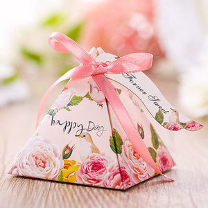 Image 5 - Il trasporto libero 50pcs Creativo Candy Box Baby Shower Favorisce Triangolare Piramide di Nozze Favori Contenitore di Regali Bomboniera Rifornimenti Del Partito